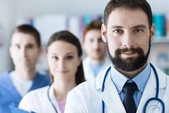 Medisch team bij het ziekenhuis royalty-vrije stock afbeelding
