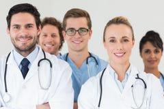 Medisch team die samen glimlachen Stock Foto's