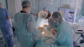 Medisch team tijdens plastic verrichting stock footage