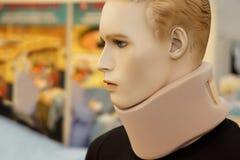Medische apparatuur. De Steun van de hals, op model. stock afbeeldingen