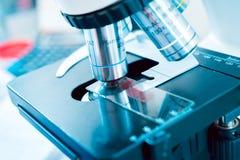 Medische apparatuur Microscoop Stock Foto