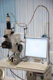 Medische Apparatuur. Microscoop met camera royalty-vrije stock afbeelding
