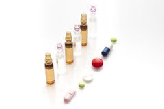 Medische flesjes en pillen Royalty-vrije Stock Foto