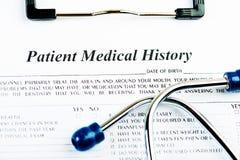 Medische geschiedenisdocument met geneeskunde en stethoscoop Royalty-vrije Stock Fotografie