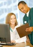 Medische Mensen die Rapport controleren Royalty-vrije Stock Foto