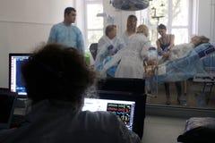 Medische Opleiding voor verloskundigen met het aftappen na arbeid Stock Afbeelding