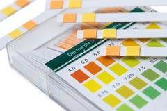 Medische ph teststroken stock foto's
