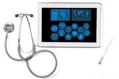 Medische pictogrammen op de tablet met stethoscoop Stock Foto