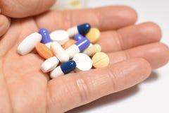 Medische pillen en capsules stock afbeelding