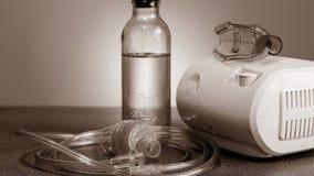 Medische verstuiver voor de behandeling van bronchitis Camera agains stock afbeeldingen