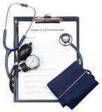 Medische vragenlijst in een geïsoleerd= klembord Stock Foto