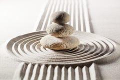 Meditação com projeto do zen na areia Imagens de Stock