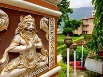 Meditação da ioga da cidade santa do rishikesh da skyline da Índia fotografia de stock royalty free