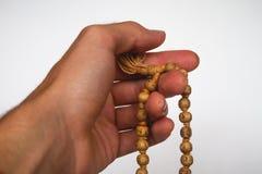 Meditação da mão em Japa Mala Tulsi Beads imagem de stock
