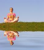 Meditação da menina Imagens de Stock Royalty Free