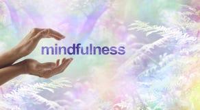 Meditação do Mindfulness cercada pela natureza surreal fotos de stock royalty free