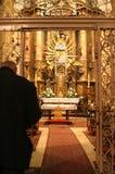 Meditação na igreja fotos de stock royalty free