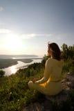 Meditação na montanha Fotografia de Stock Royalty Free