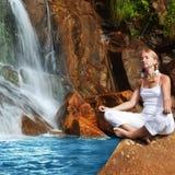 Meditação no tempo do nascer do sol Fotografia de Stock Royalty Free