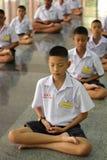 Meditação tailandesa de Meaning do estudante imagens de stock royalty free
