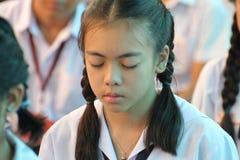 Meditação tailandesa de Meaning do estudante imagens de stock
