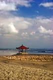 Meditación bajo el cielo de Asia Fotos de archivo
