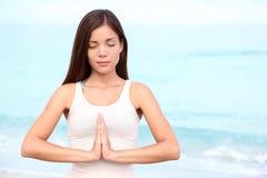 Meditación de la mujer de la yoga Imagen de archivo libre de regalías
