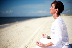 Meditación de la playa Imágenes de archivo libres de regalías