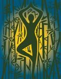 Meditación de la yoga en la salida del sol en el bosque de bambú Fotos de archivo libres de regalías
