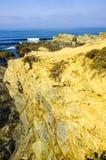 Meditación delante del mar en el área de Alentejo, Portugal Foto de archivo libre de regalías