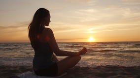 Meditación en la costa metrajes