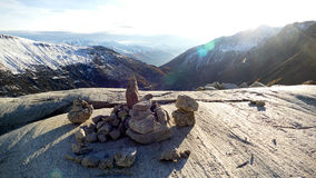 Meditación en las montañas suizas Imagen de archivo libre de regalías