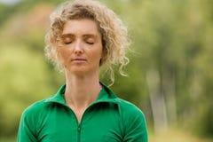 Meditación en naturaleza Fotos de archivo libres de regalías