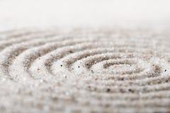 Meditación japonesa del jardín del zen para la arena de la concentración y de la relajación para la armonía y balanza en simplici Fotografía de archivo libre de regalías
