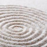Meditación japonesa del jardín del zen para la arena de la concentración y de la relajación para la armonía y balanza en simplici Fotografía de archivo