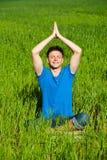 Meditación sana del hombre joven Foto de archivo libre de regalías