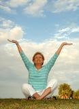 Meditación/alabanza mayores Imagen de archivo libre de regalías