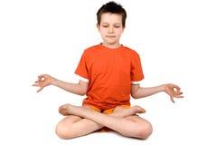 Meditación practicante del muchacho Imagen de archivo libre de regalías