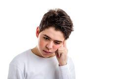 Meditar al adolescente caucásico preocupante con la piel del acné Imagen de archivo