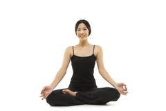 Meditar asiático bonito da mulher Fotos de Stock