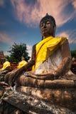 Meditar Buddhas en Wat Yai Chai Mongkhon Ayutthaya, Tailandia Imagenes de archivo