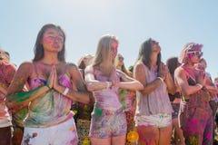 Meditar desconhecido das mulheres Foto de Stock Royalty Free