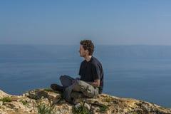 Meditar na posição de lótus Imagem de Stock