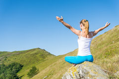 meditate детеныши женщины стоковые изображения rf