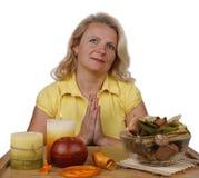 meditates женщина стоковое изображение rf