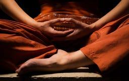 Meditatie, die verlichting zoeken stock fotografie