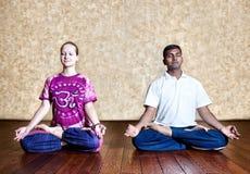 Meditatie in Padmasana lotusbloemhouding Royalty-vrije Stock Afbeelding