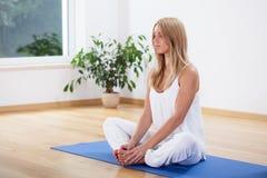 Meditatie thuis Stock Foto