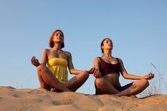 Meditatie van zusters stock foto