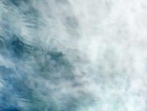 Meditatieve blauwgroene stromend waterachtergrond stock fotografie